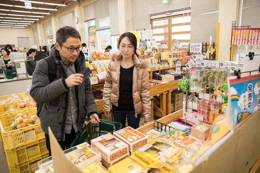 太陽市で、松山の物価や食生活を体感
